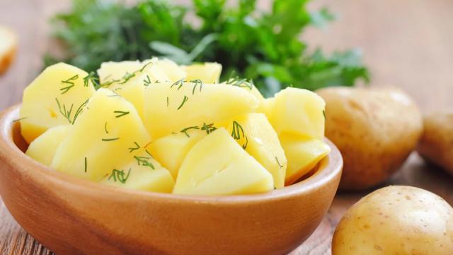 O truque 'secreto' para cozinhar batatas no micro-ondas em 10 minutos