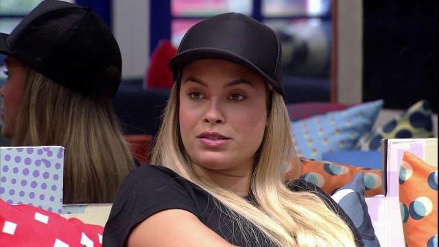 BBB 21: Sarah diz que ia para balada no meio da pandemia e choca fãs