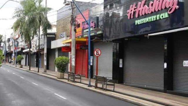 Cidades que decretaram lockdown em SP têm queda de internações e mortes