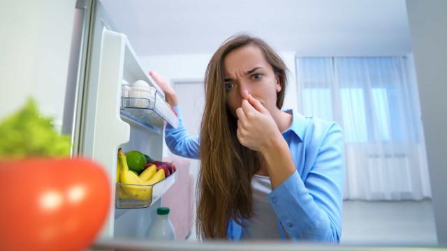 Elimine 'aquele' mau cheiro na geladeira com aveia. É fácil...