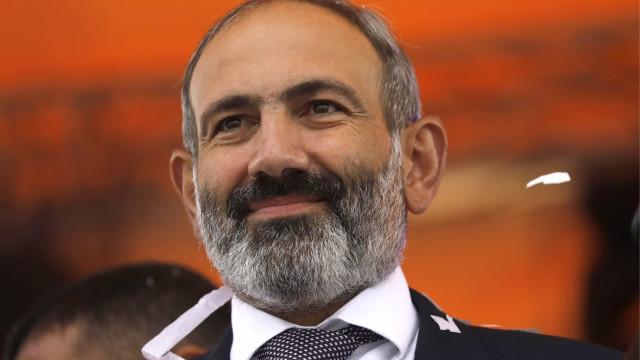Três meses após guerra, Exército da Armênia exige renúncia de premiê, que denuncia golpe militar