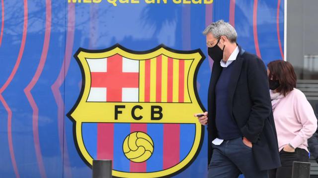 Polícia faz buscas no Barcelona e prende ex-presidente Bartomeu