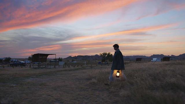 'Nomadland', vencedor do Globo de Ouro, tem interpretações vigorosas