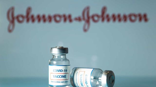 """Suspensão da vacina da Johnson não tem """"impacto significativo"""" nos EUA"""