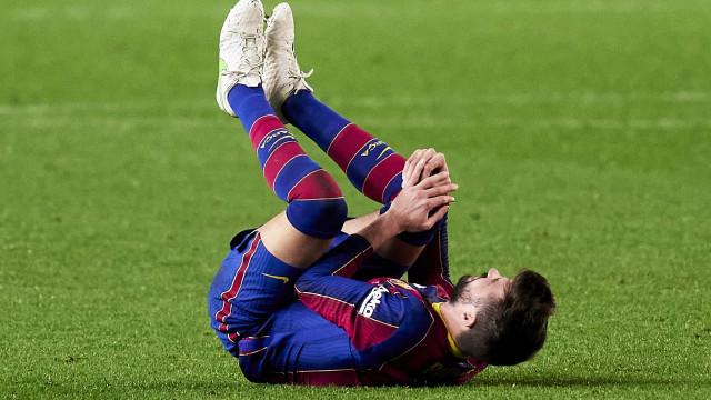Piqué sofre nova lesão e vira baixa do Barça contra o PSG na Liga dos Campeões