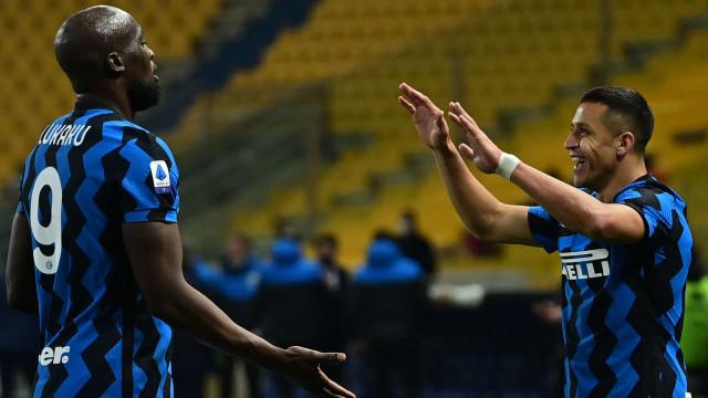 Lukaku marca e Internazionale abre vantagem sobre o Milan na ponta do Italiano