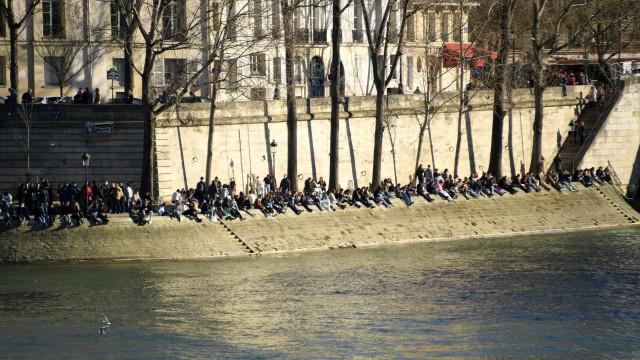 Italiana morre após ser atropelada por patinete em Paris