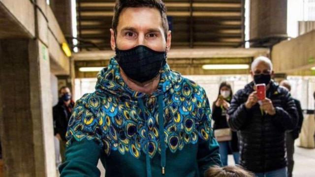 No Camp Nou, Messi vota pela primeira vez nas eleições presidenciais do Barcelona