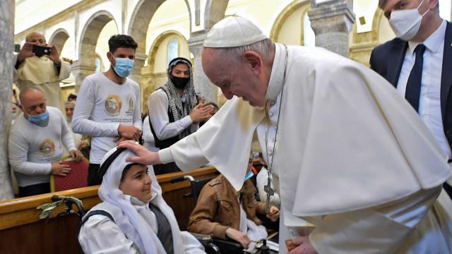 Papa pede tolerância em visita à cidade devastada pelo Estado Islâmico no Iraque