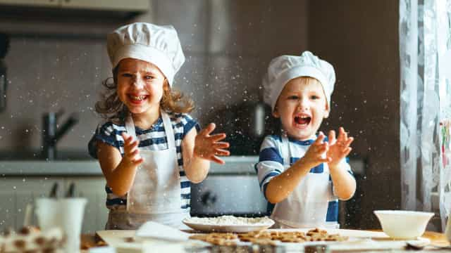 Aprenda como introduzir as crianças em atividades na cozinha
