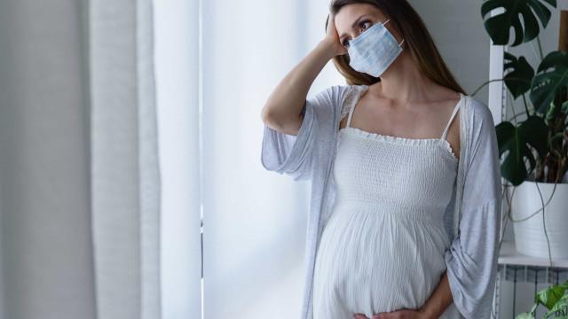 Taxa de morte materna pela covid-19 dobra; governo orienta adiar gravidez
