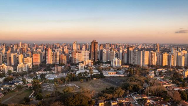 Curitiba suspende imunização com CoronaVac por falta de doses