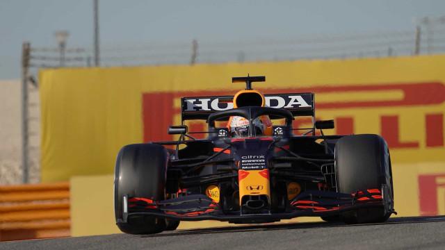 Verstappen volta a dominar, supera Hamilton e lidera 3º treino livre no Bahrein