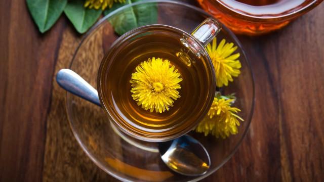 Combata as infeções urinárias com um chá de dente-de-leão
