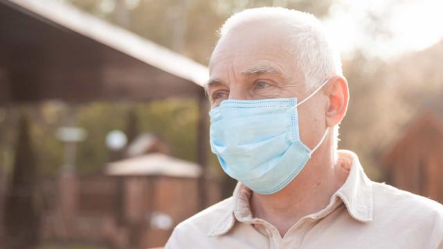 Covid-19: pessoas já infectadas devem esperar um mês antes de vacinar
