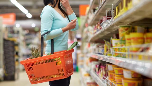 Supermercados arrecadam doação para distribuir cartões de R$ 100 em compras
