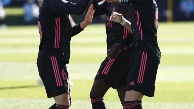 Real Madrid bate Celta com show de Benzema e pressiona o Atlético no Espanhol