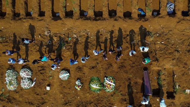Brasil pode ter 562,8 mil mortes por covid até julho, diz universidade dos EUA