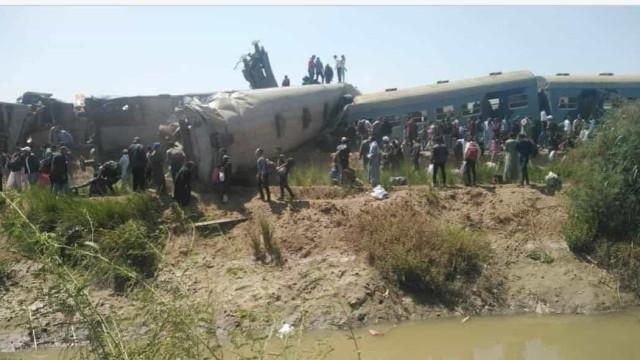 Colisão entre dois trens no Egito faz pelo menos 32 mortos