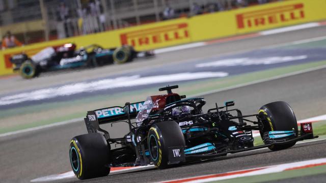 Em Ímola, Lewis Hamilton supera rivais da Red Bull e fatura 99ª pole na Fórmula 1