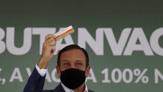 Aqui é calça apertada e não tanga frouxa, diz Doria ao encarnar 'João vacinador' nas redes