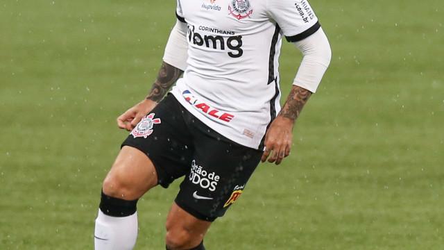 Após trabalho preventivo, Fagner volta a treinar no Corinthians