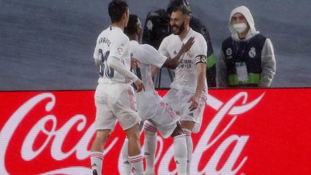 Real Madrid derrota o Eibar, passa o Barcelona e pressiona o líder Atlético