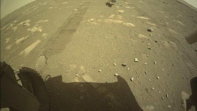 NASA. Ingenuity já está em posição de levantar voo em Marte