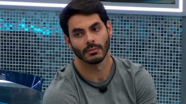 """Rodolffo se desculpa por João e descarta romance com Sarah: """"Não bateu"""""""