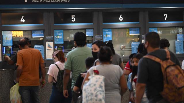Argentina bate recorde diário de casos de Covid e impõe novas restrições