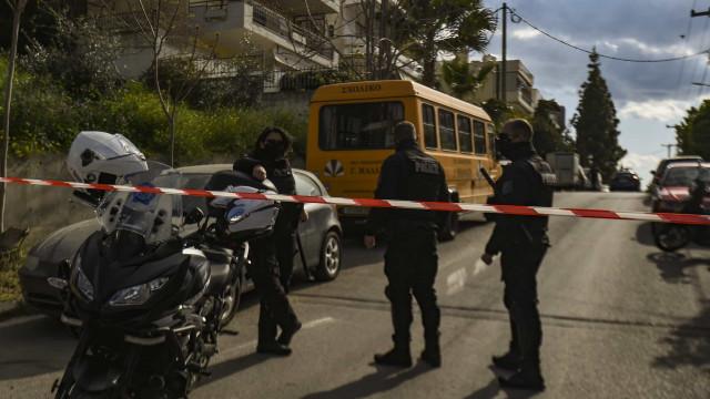 Repórter policial grego é morto a tiros após sair de TV em Atenas