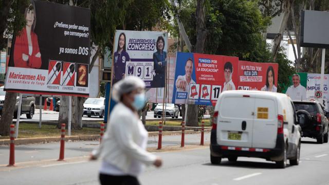 Peru elege novo presidente em pleito fragmentado e cheio de outsiders