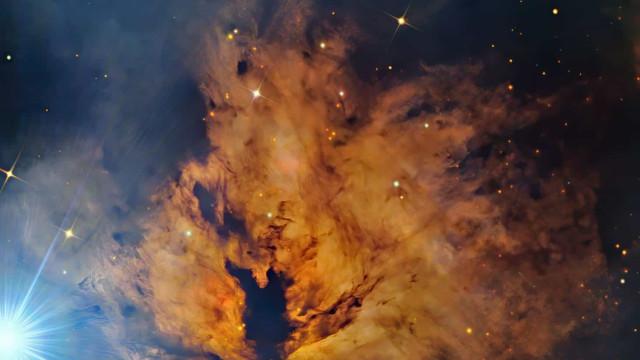 NASA começa a semana com fotografia de nebulosa 'flamejante'