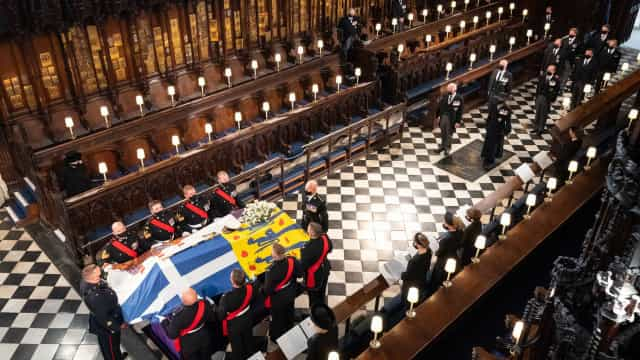 Procissão real e momento de silêncio marcam funeral de príncipe Philip