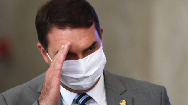 Flávio Bolsonaro faz acordo após violação de direitos de grávida em loja sob suspeita