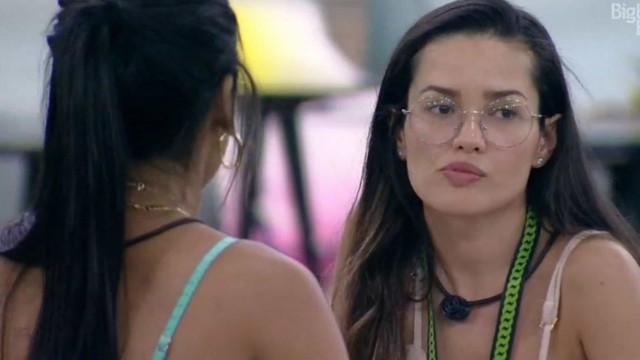 Pocah se irrita com Juliette após cobrança por voto, e ambas trocam gritos