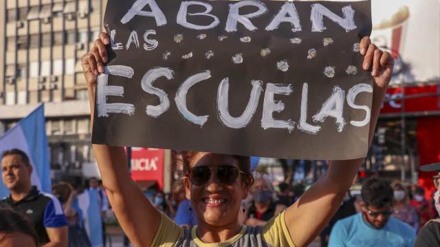 Buenos Aires vive dia de protestos por confusão sobre volta às aulas
