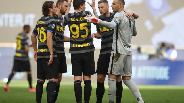 Inter de Milão bate Verona e fica a 2 triunfos do título italiano; Juve tropeça