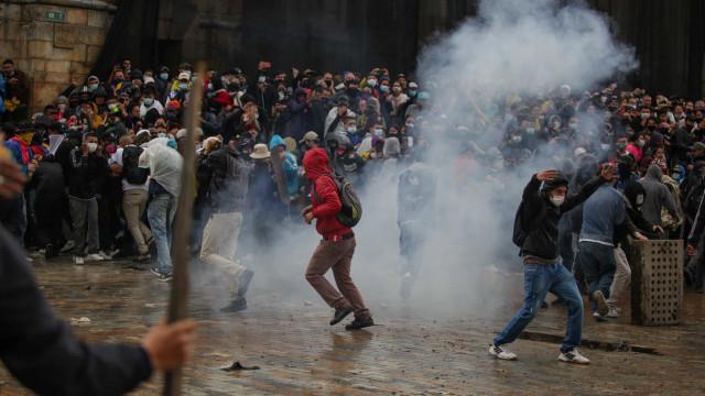 Colômbia supera 100 mil mortes por Covid e governo culpa protestos
