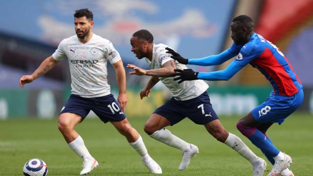 Com golaço de Agüero, City bate Crystal Palace e seca United para ser campeão