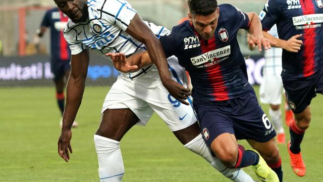Inter de Milão vence lanterna e torce contra Atalanta para ser campeã italiana