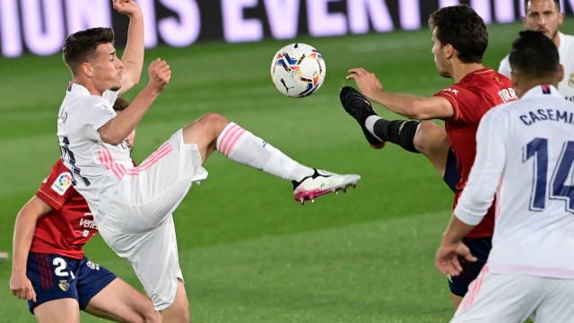 Com gols de brasileiros, Real vence e segue na cola do líder Atlético de Madrid