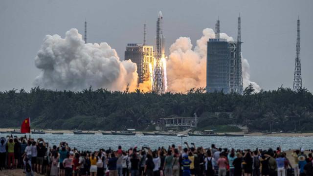 Pentágono está rastreando reentrada do foguete chinês descontrolado