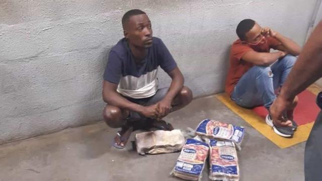 Seguranças são afastados após morte de homens que furtaram mercado