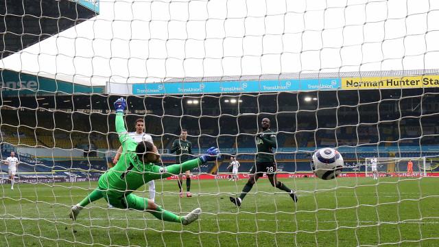Tottenham joga mal, perde do Leeds e deixa escapar chance de colar no G4 inglês
