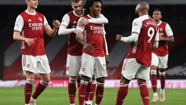 Willian marca, Arsenal vence e rebaixa West Bromwich no Inglês