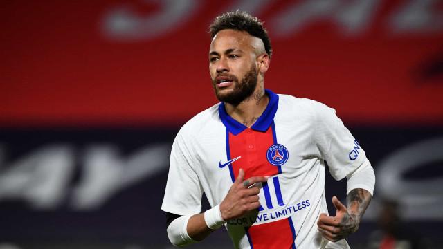 Neymar marca, mas PSG sofre empate e se complica na briga pelo título