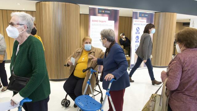 Espanha registra 121 casos de efeitos adversos a cada 100 mil vacinas