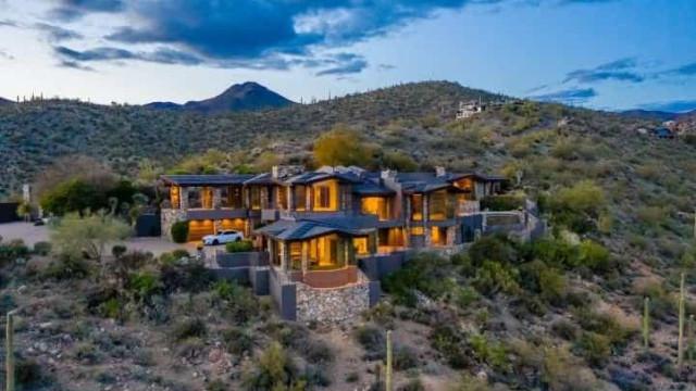 Esta casa é à prova de bala, está à venda e é do Steven Seagal