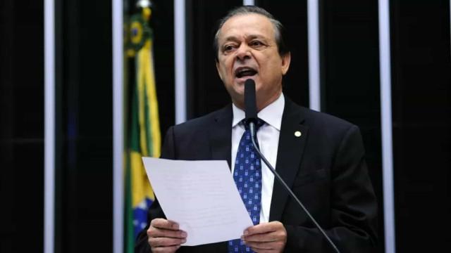 Dirigente do Atlético-GO rebate críticas por vacinação e chama Casagrande de 'viciado'